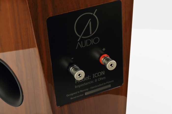 O_Audio_Icon_American_Walnut_HG_4